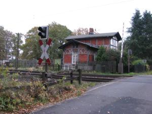 Das Bahnwärterhaus an der Auestraße im Jahr 2008. Foto: Matthias Blazek