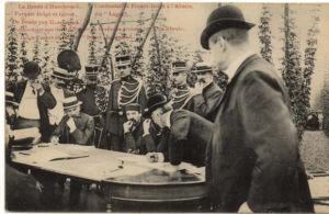Gerichtliche Gegenüberstellung 1906: die belgische Seite mit Camiel Guyard. Interessant die starke militärische Präsenz. Digitale Sammlung Blazek